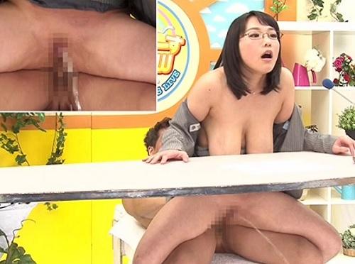 《超乳な女子アナ》「私の潮を見てくださいぃ♥」スレンダー垂れ乳・巨乳おっぱい美女がおしっこみたいなイキ潮おもらしww