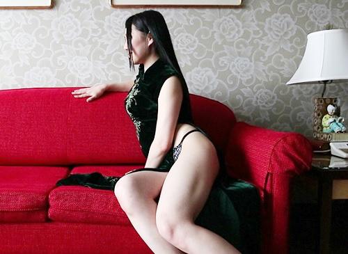《若妻NTR》「挿れて…♥♥」黒パンストとチャイナドレス、スレンダー巨乳おっぱい&美脚の美人人妻がオヤジと濃厚SEX!w