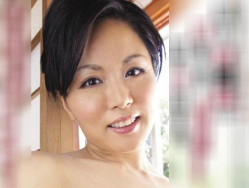 《未亡人な人妻熟女》「ほしぃ…♥」ムチムチ巨乳おっぱいの美魔女おばさんが体が寂しくて男たちを誘惑してNTR・SEX!!
